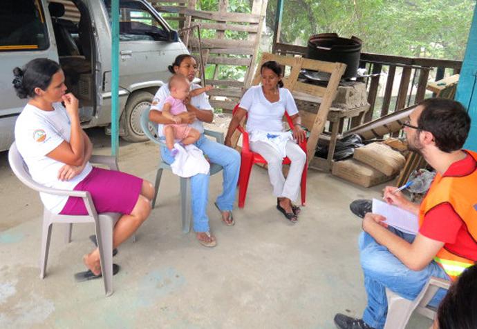 Three members of bordo Gavión emergency committee. Teresita is in the middle.