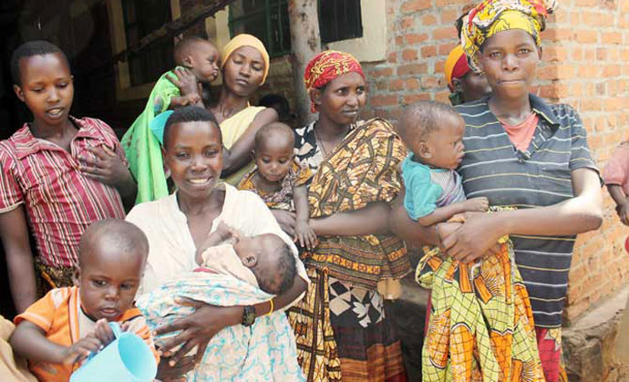 Pregnant and nursing Burundian Women receive nutritional support in Mahama camp.