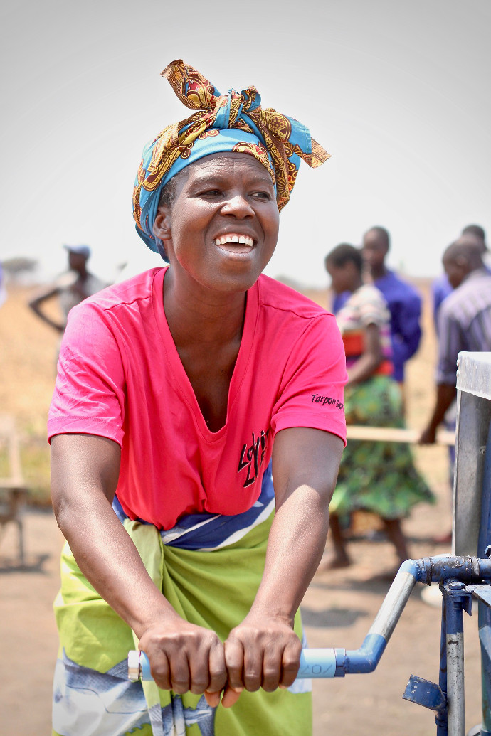 Chrisy Kimwendo from Chilipaine, Zomba, Malawi uses the village's new water pump. Photo: Alan Whelan/Trócaire.