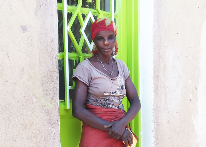 consilde mukamudodo outside her home