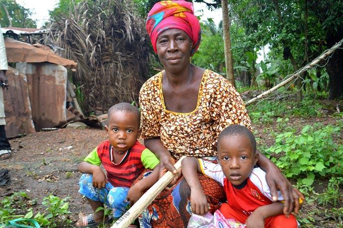 Ya-Koloneh Kamara and grandchildren