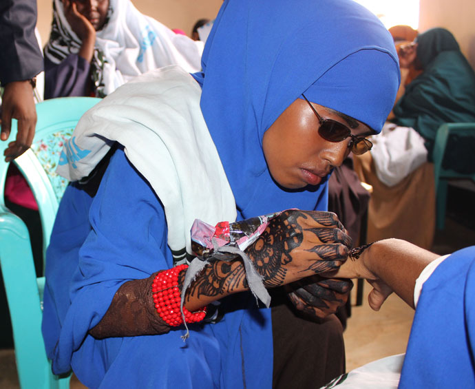Beauty graduate Fartuun gives a henna design demonstration