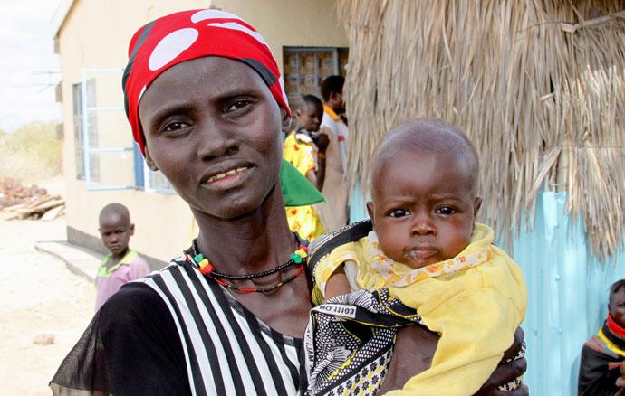Florence Asimtai (29) with her baby Esinyen