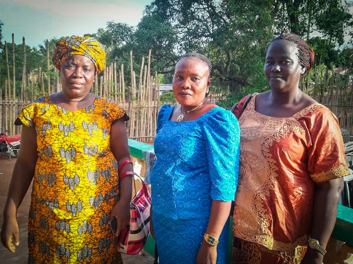 Women standing up to represent their communities in Sierra Leone: Councilor Aminata Bangura, Councilor Bata Sesay and Councilor Hawa Dumbuya. Photo : Carol Wrenn.