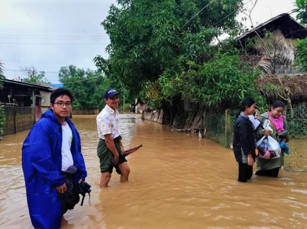 Trócaire partners responding to severe flooding in Han Gan village in Myanmar. U Aung Myo Hein, U Min Tun, May Thuzar Lwin, and Zarchi Shwe. (Photo : ALARM)