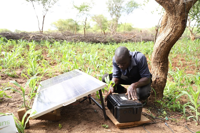 A solar panel which powers a water pump for the Kanjooro group in Tharak Niti in Eastern Kenya. Photo : Eyeris Communications / Trócaire