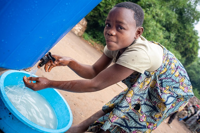 Mado Apula (14) from the Mbuti village of Bahaha, washes her hands to prevent the spread of ebola. Photo : Garry Walsh / Trócaire