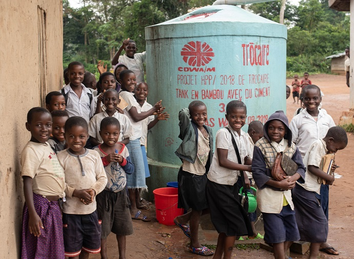 Children at a school in Bahaha village in DR Congo which has received a large water tank to improve hygiene, which helps prevent the spread of ebola. Photo : Garry Walsh / Trócaire