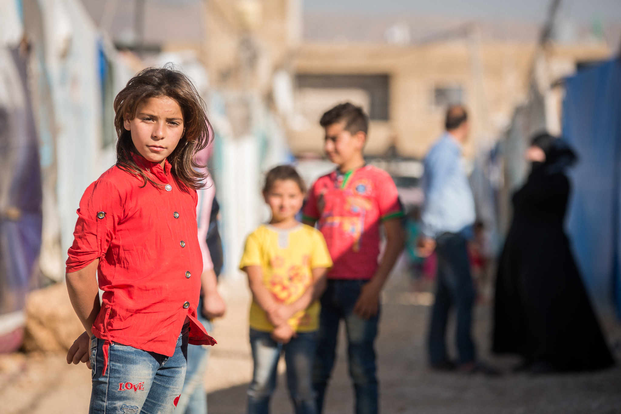 Maya, 10, is a Syrian refugee who has fled the war and lives with her family in the Beqaa valley in Lebanon. In the background are her brothers and sisters. Photo : Simon Walsh / Trócaire.
