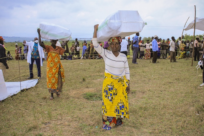 Trócaire partners distributing emergency supplies at Rwampara Health Zone in Ituri province of Eastern DRC.