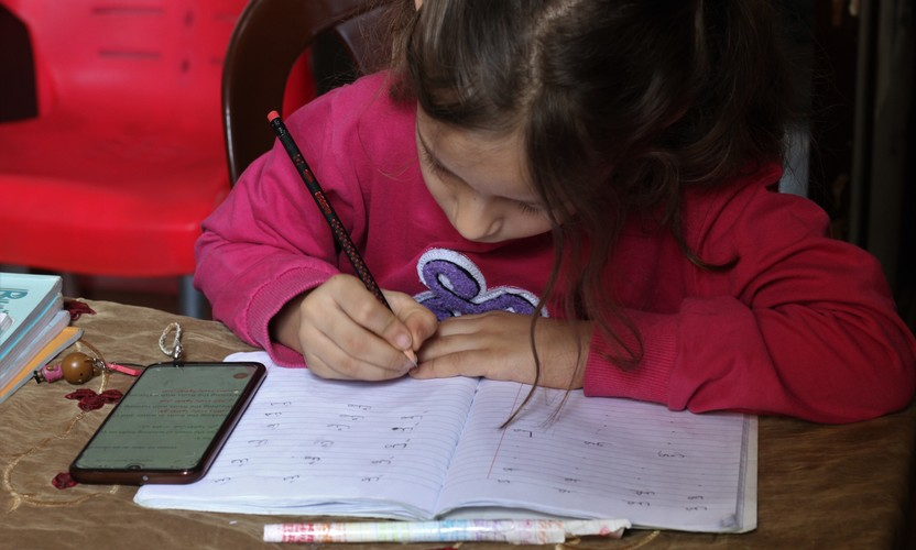 Thanks to Trocaire partner B&Z, Syrian refugee children have been able to learn from home in Lebanon during the Covid-19  pandemic.
